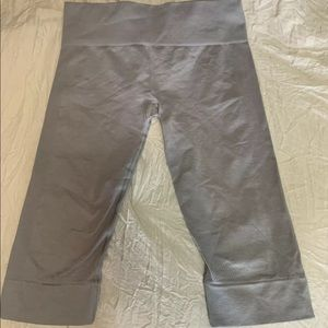 Lululemon Ebb to the Street Heather Gray Size 12